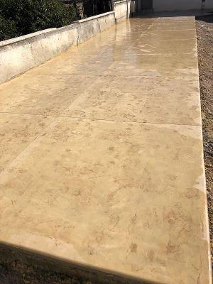 משטח דמוי סלע צהוב עדין