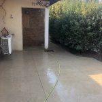 דמוי סלע בכניסה לבית בישוב עומר